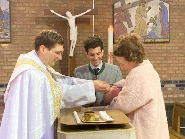 Baptême par le Père Édouard