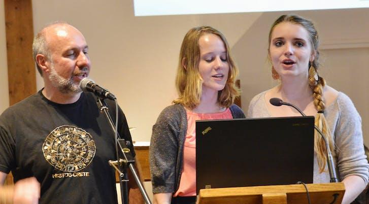 François, Diane et Gabriel à l'animation des chants