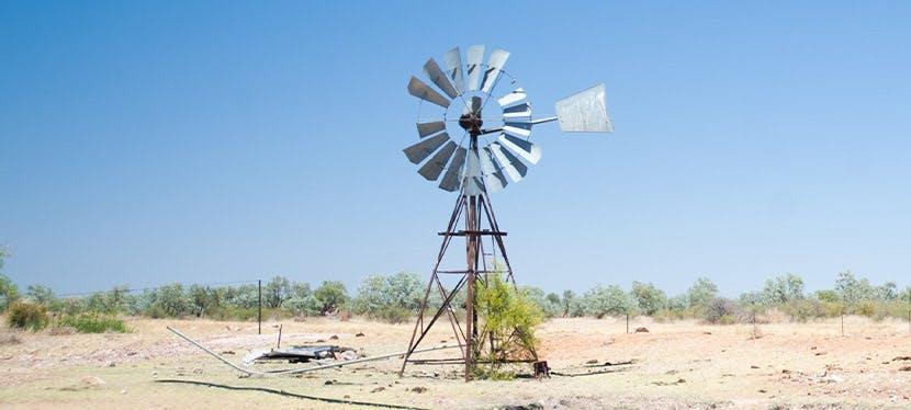 Une éolienne domestique construite maison
