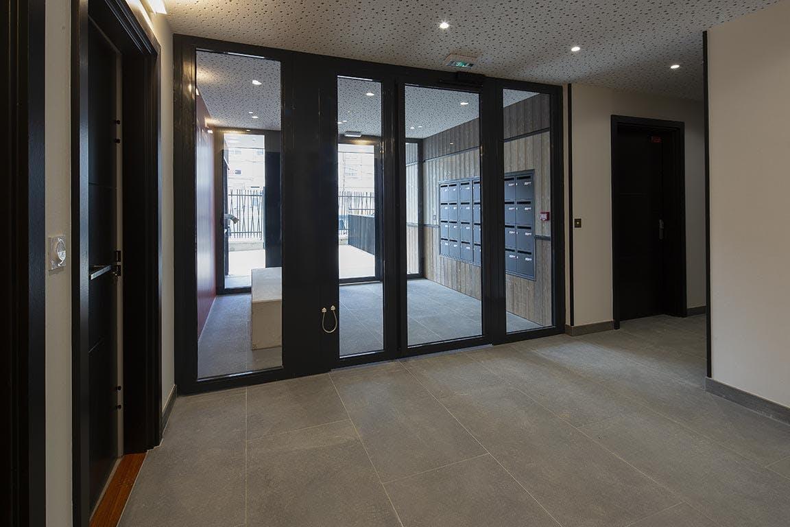 Variations à Vitry-sur-Seine : livraison de l'immeuble Kopo (hall)