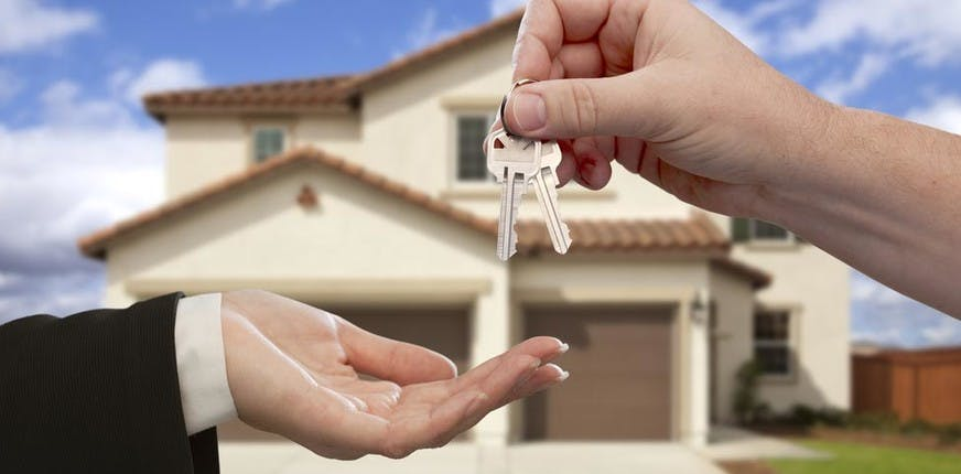 Remise des clés © belozu / Shutterstock.com