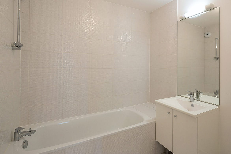 5 Mail Cousteau à Massy : livraison d'une salle de bain