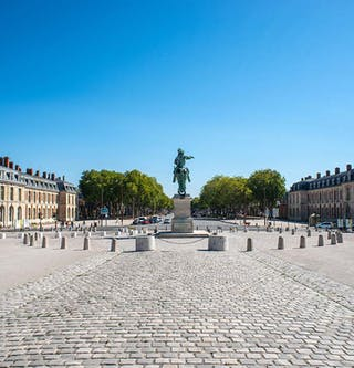 Place d'armes à Versailles - MEDIAS