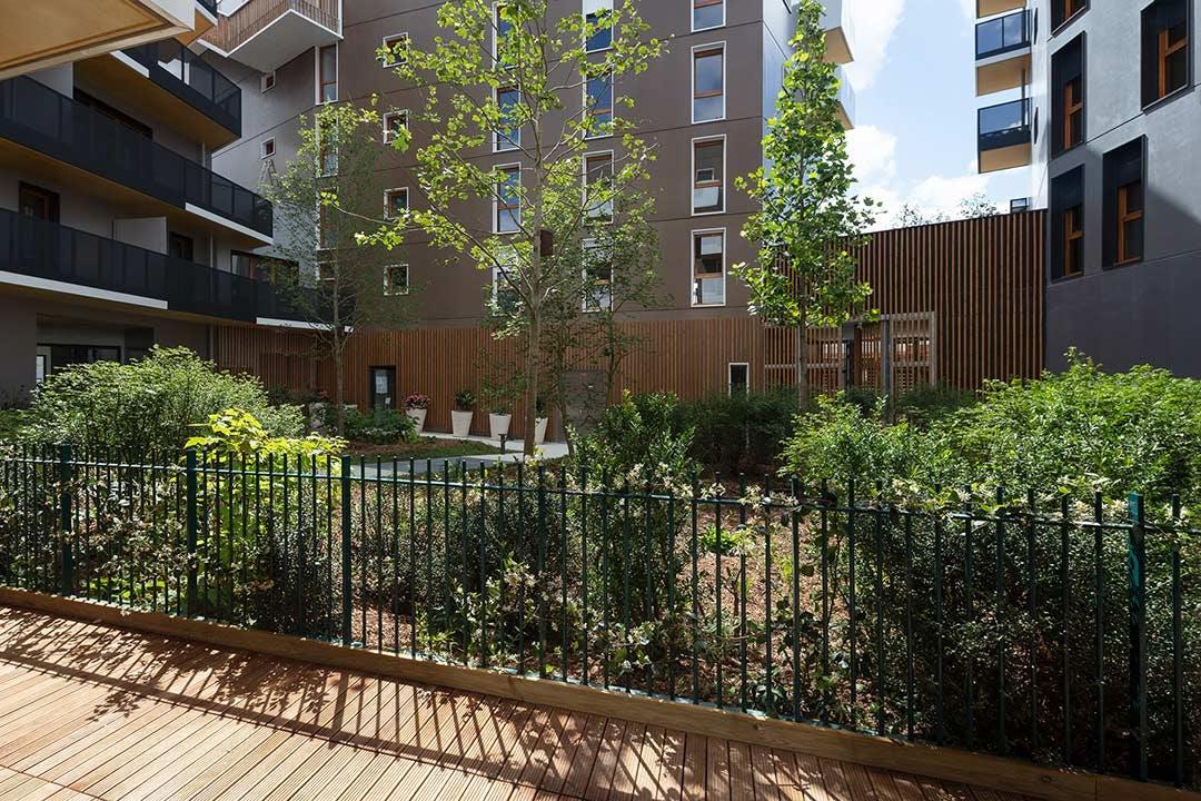 Espaces végétalisés de la résidence Les Allées Maria Casarès à Gennevilliers