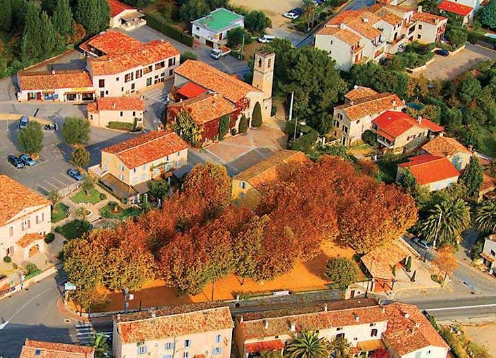 Vue aérienne du village du Rouret