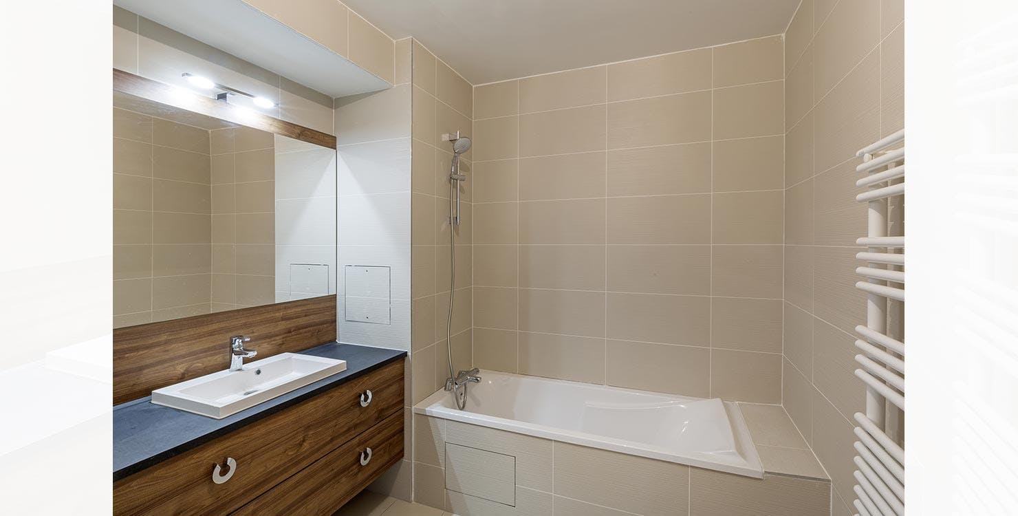 """Salle de bains d'un appartement neuf du programme immobilier à Saint-Mandé """"57 Commandant Mouchotte"""""""