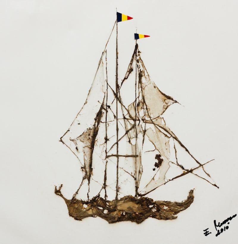 Tablou reprezentând o barcă folosind pânză de păianjen