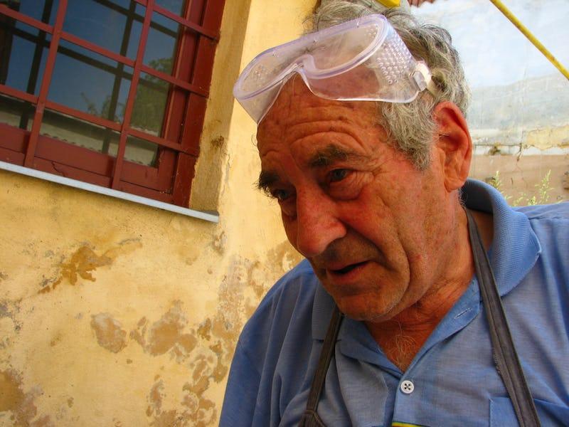 Emil Mureșan cu ochelarii de protecție pe față