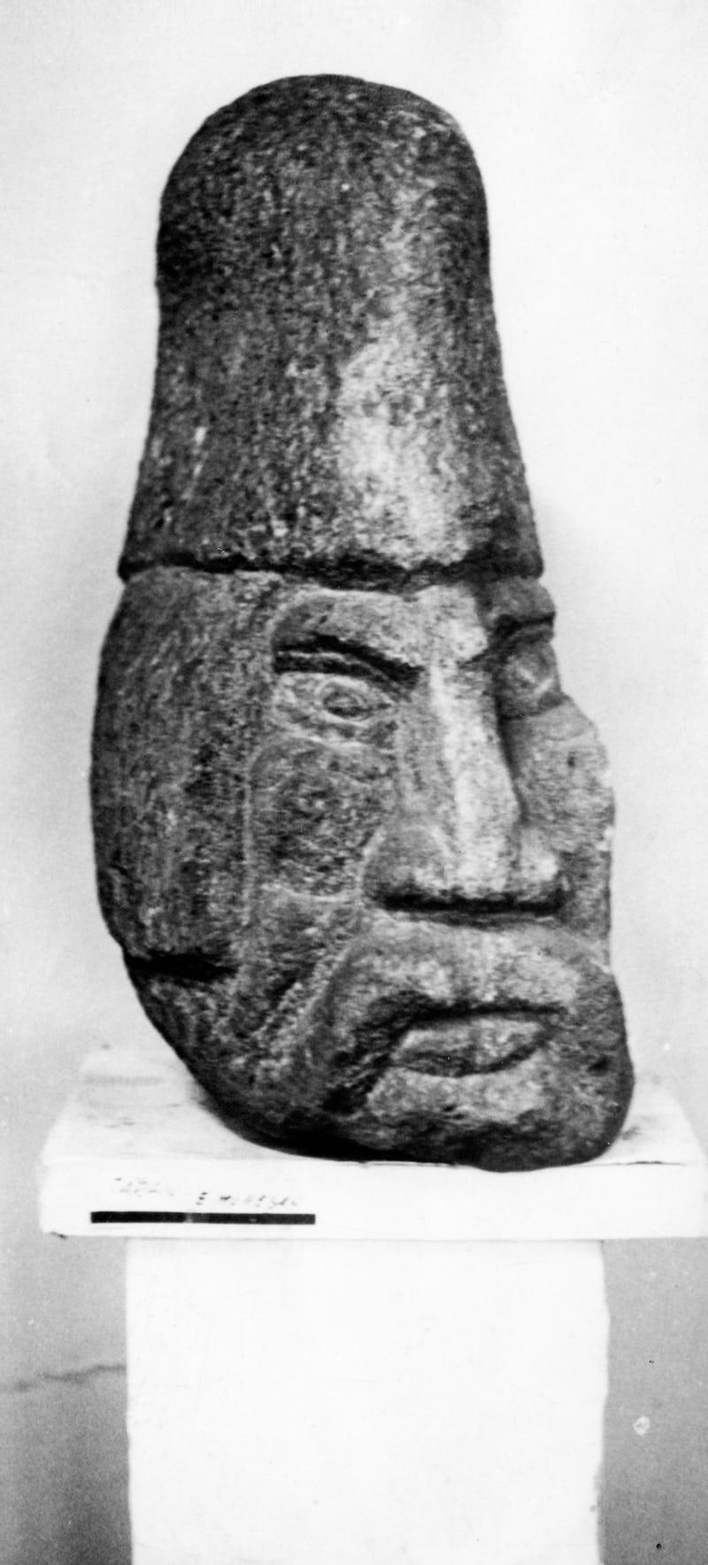 Sculptură în piatră reprezentând capul unui dac