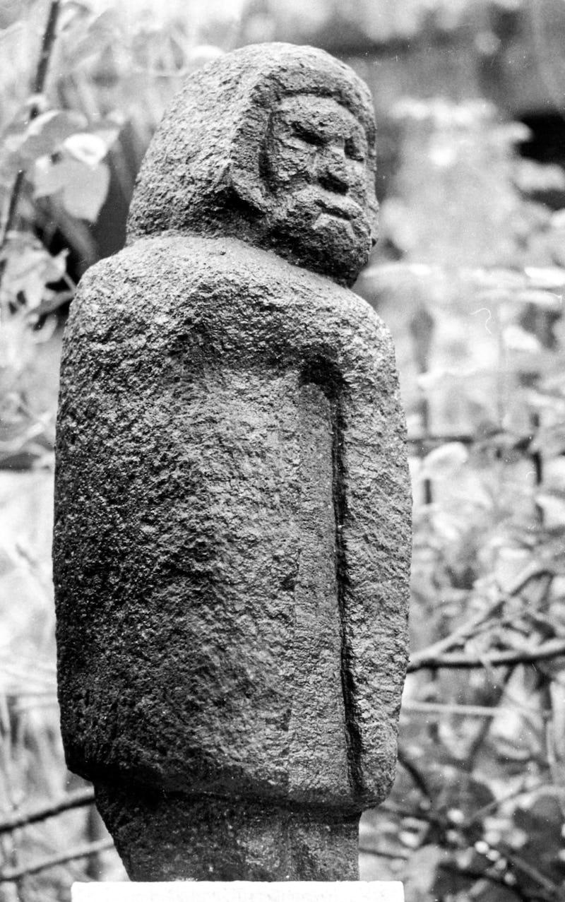 Sculptură în piatră reprezentând un vechi dac