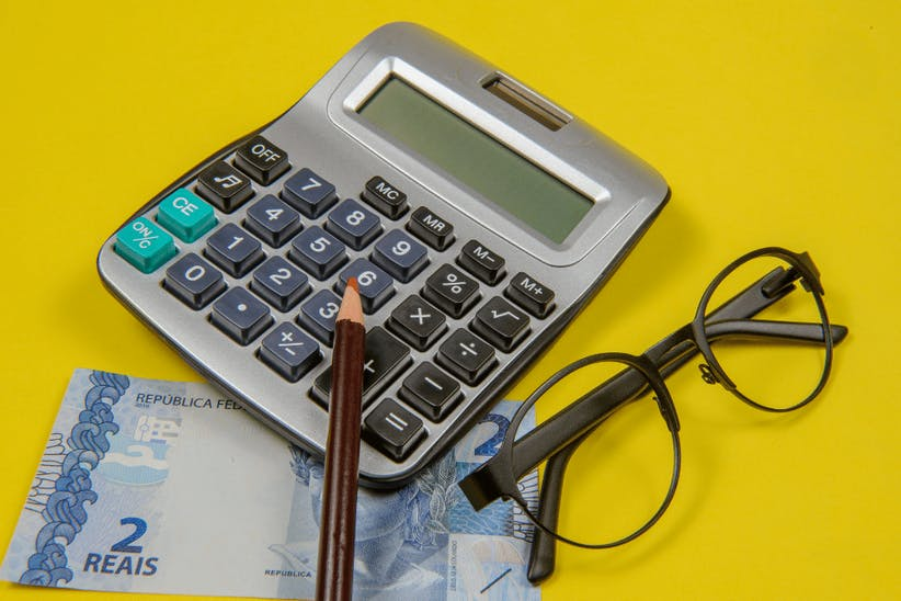 A picture of a calculator, a glasses and a pencil