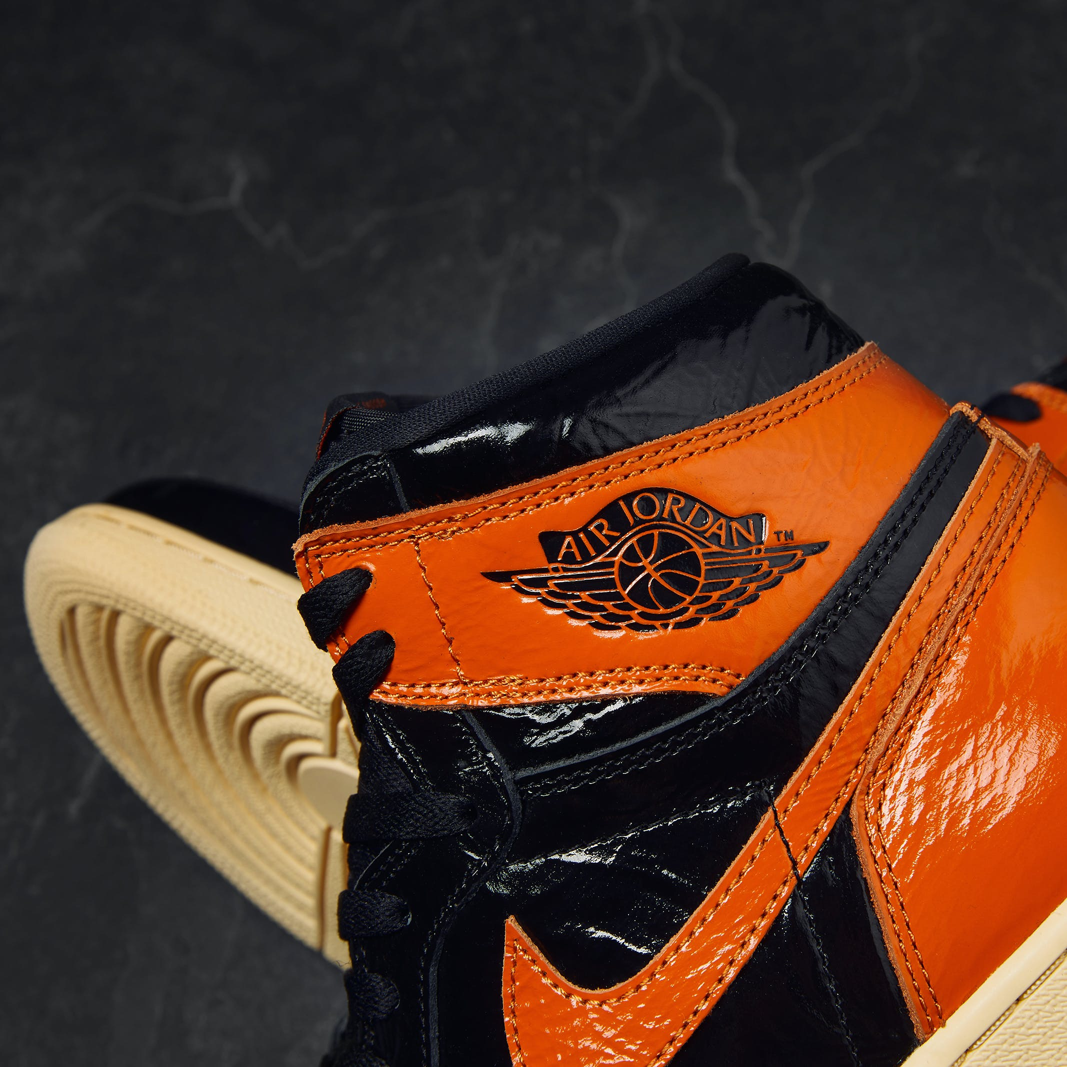 Air Jordan 1 Retro High OG 'Shattered Backboard 3.0' - 555088-028