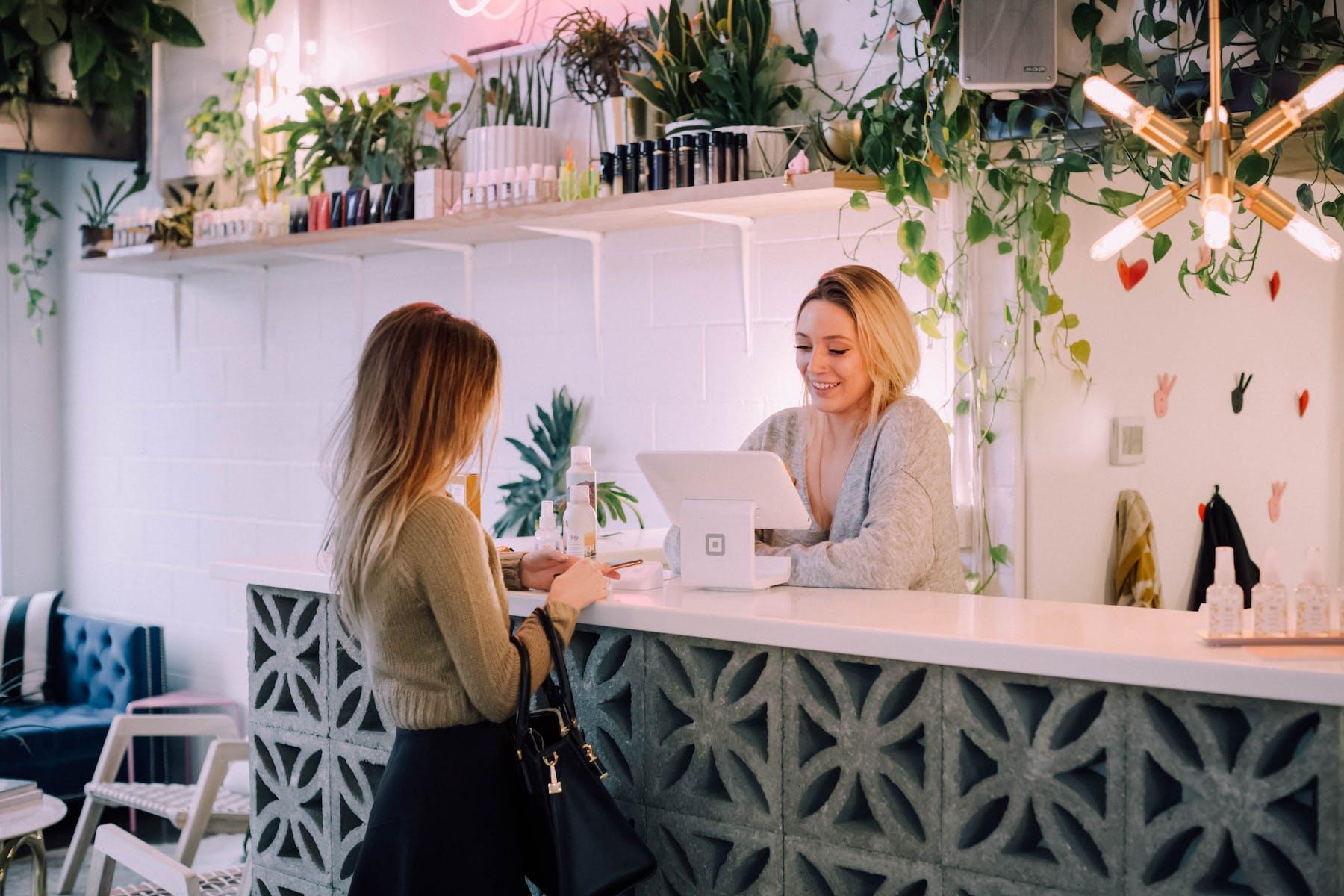 women paying the cashier