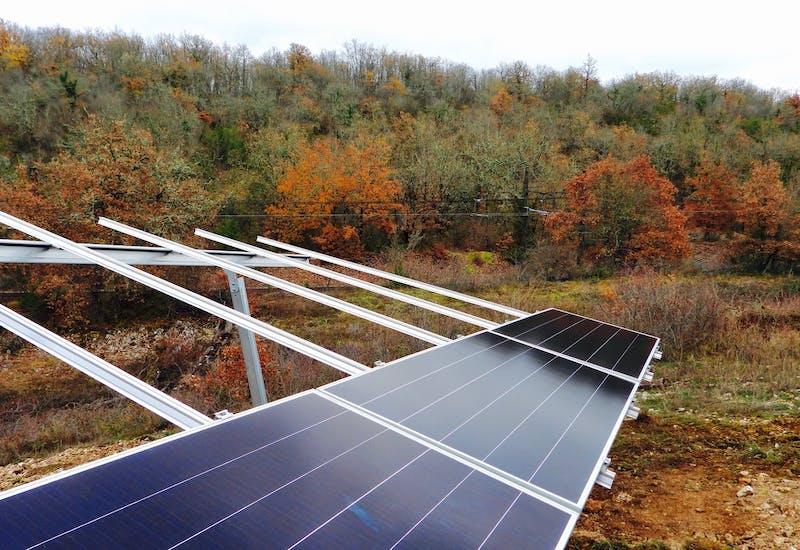 Parc solaire en construction à Lachapelle-Auzac