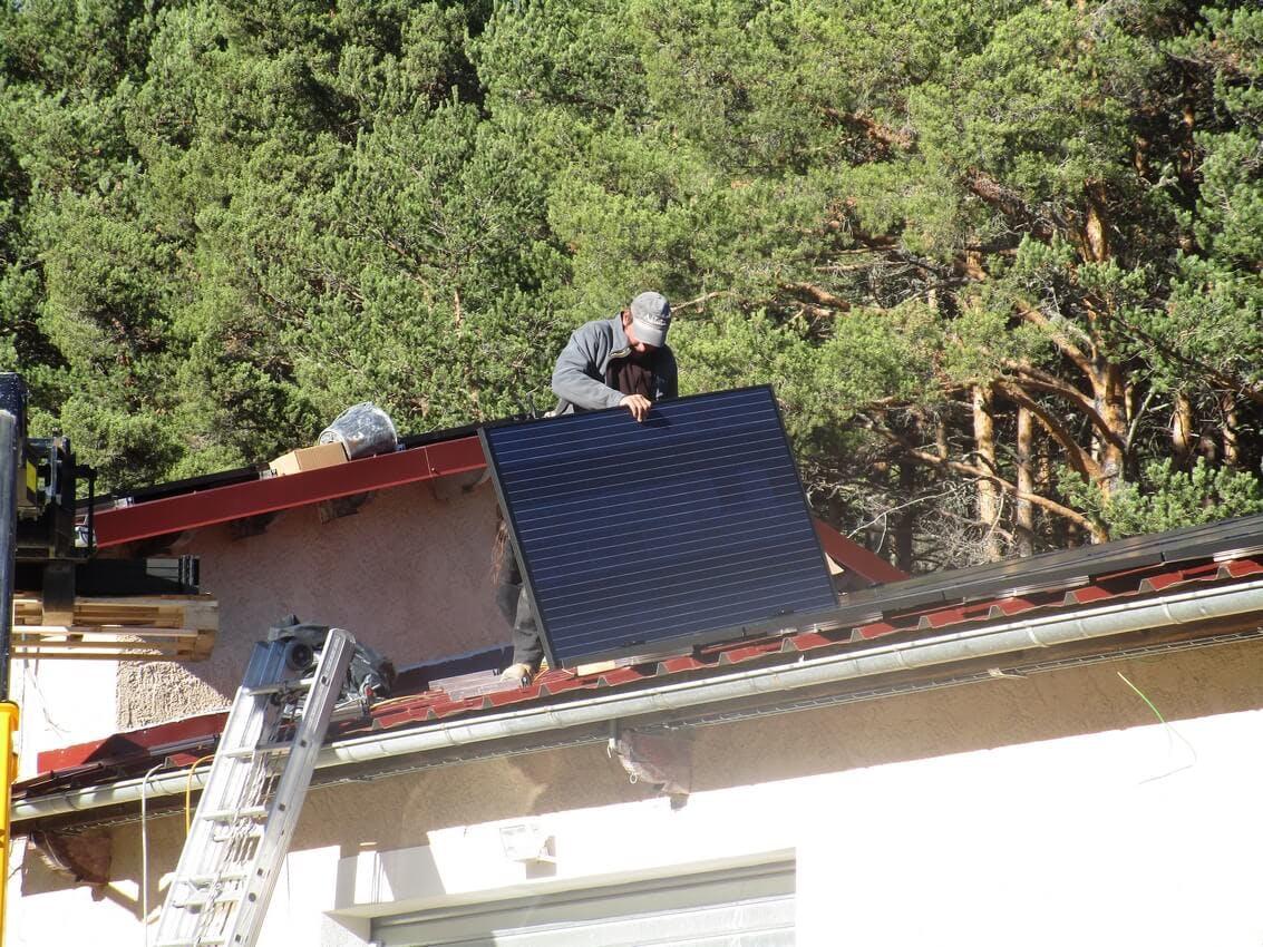 Enercoop Paca - Producteurs - PEP2A - Photovoltaïque Saint-Auban 06 - Pose installation panneaux solaires sur toit