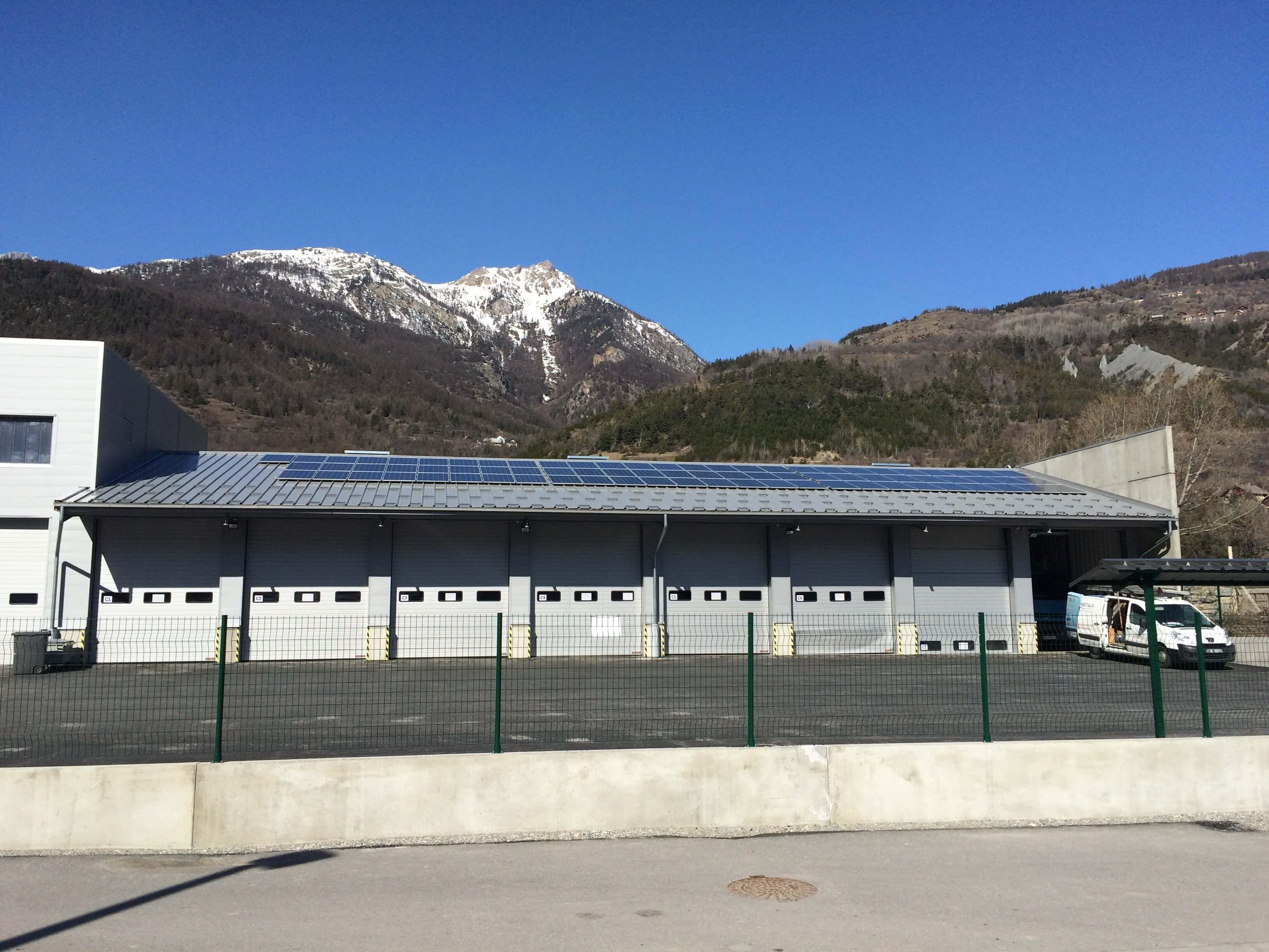 Enercoop Paca - Vie coopérative - SEML S.E.V.E - Puy-Saint-André - Toiture photovoltaïque Hangar