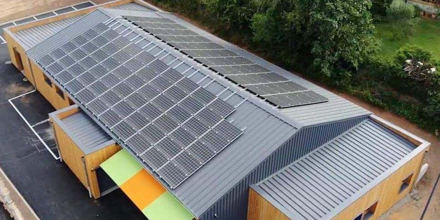 Toiture photovoltaïque en autoconsommation collective de la Biocoop à Saint-Affrique par Enercoop Midi-Pyrénées