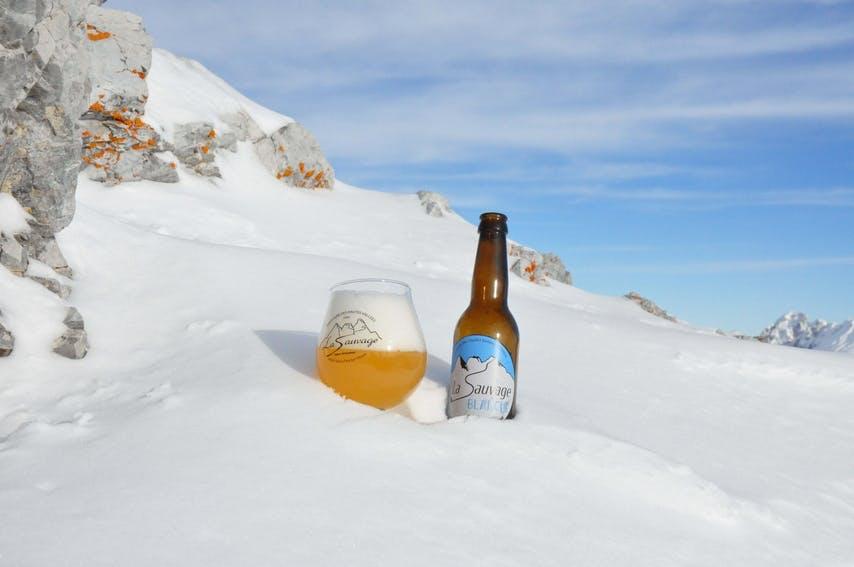 Enercoop Paca - Clients Professionnels - Bière La Sauvage Saint-Paul-sur-Ubaye 04 - Verre bouteille neige montagne