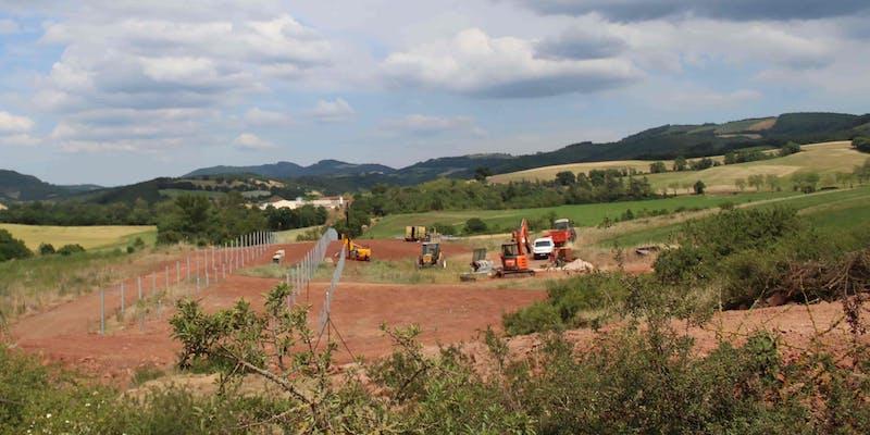 Premiers travaux sur le terrain du futur parc solaire de Lagarde