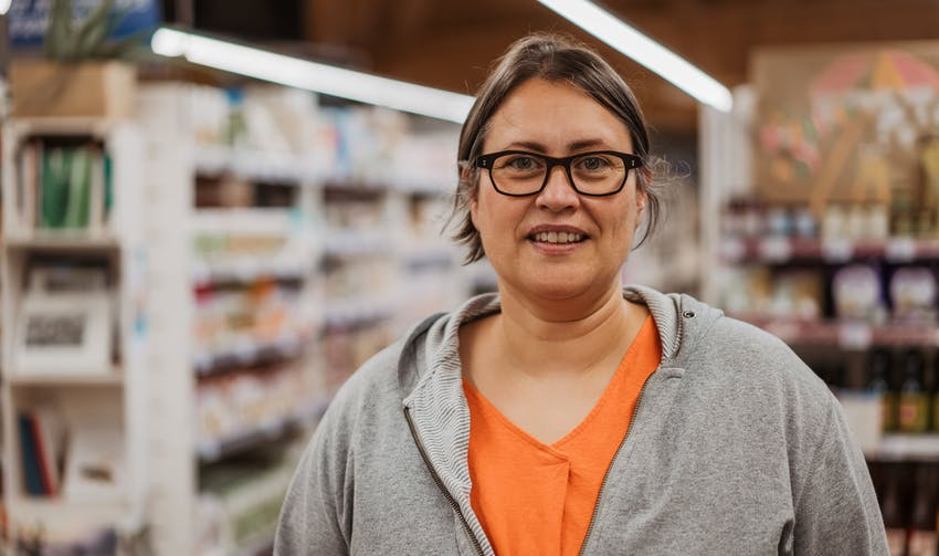 Aurélie, gérante du magasin Biocoop l'Aubre à Limoges - crédit photo : Lycia Walter - Enercoop Nouvelle-Aquitaine