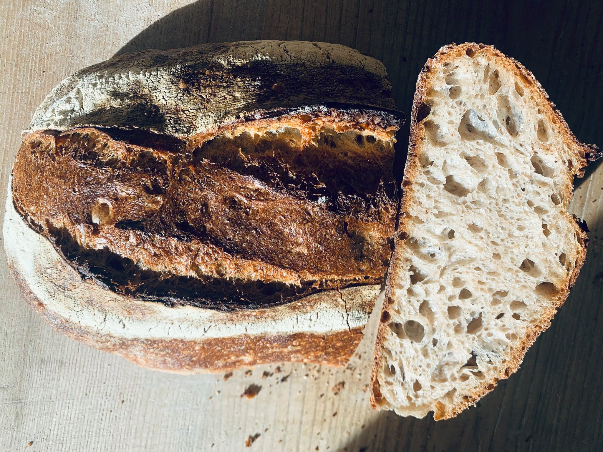 Ce weed-end, c'était le 16 octobre, la Journée Mondiale du pain ! L'occasion de vous présenter l'énergie des Boulangeries  ! L'énergie des boulangeries. Pain au chocolat ou chocolatine, Enercoop va au-delà des clivages pour cuire à l'énergie verte les baguettes de ton petit dej' (ou de tes tartines de fromage). La coopérative en Languedoc-Roussillon en est un bon exemple. Découvez les boulangeries de votre région.