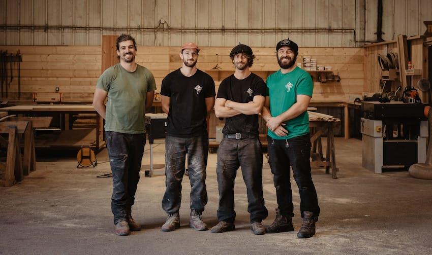 Les cinq associés de Canopée Construction - crédit photo : Lycia Walter - Enercoop Nouvelle-Aquitaine