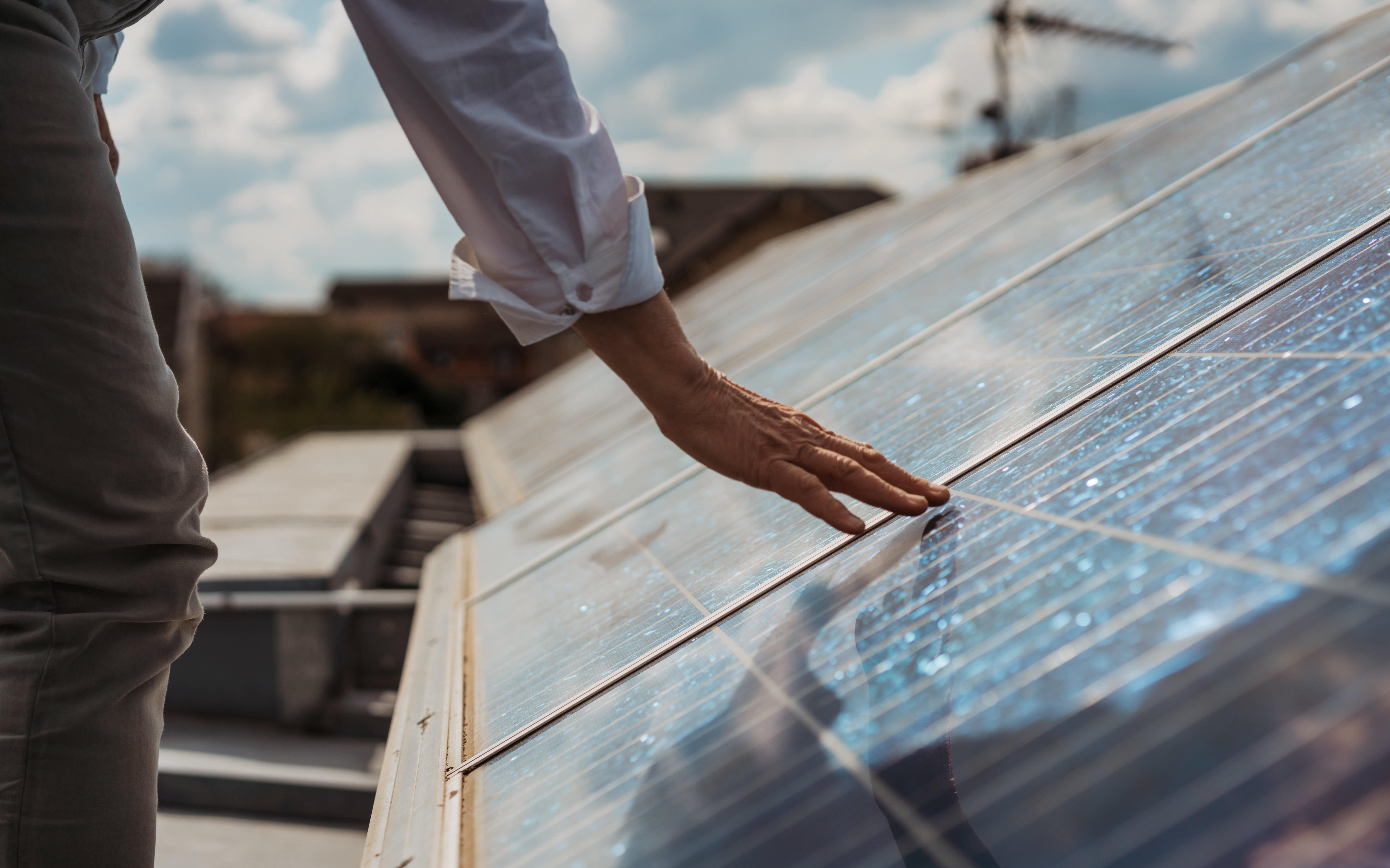 Main photovoltaïque Marie-Colette - crédit photo : Lycia Walter - Enercoop Nouvelle-Aquitaine