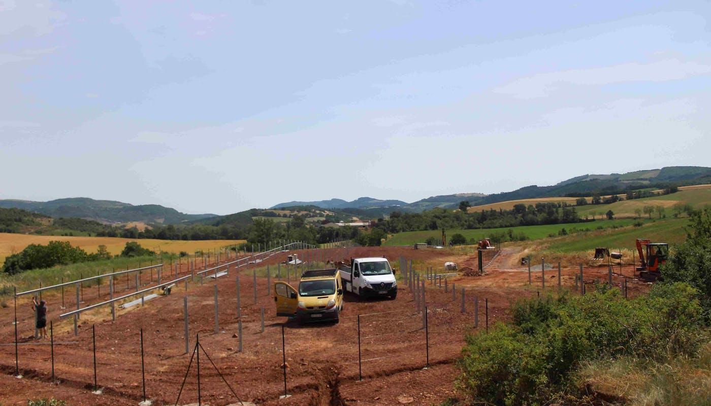 Les travaux sur le parc solaire de Lagarde à Camarès