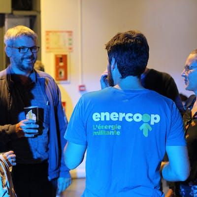 Échanges entre sociétaires lors d'une rencontre coopérative