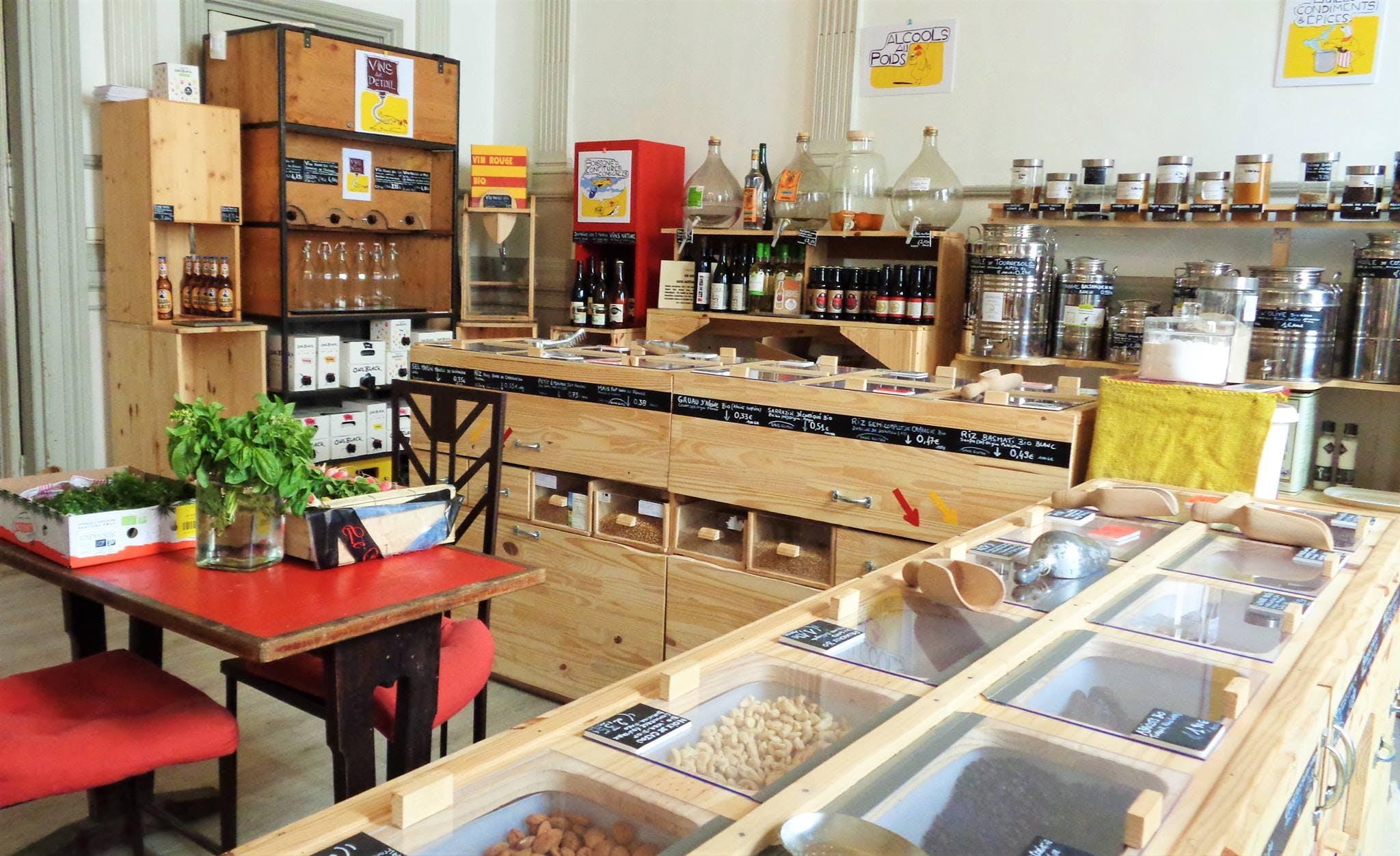 Enercoop Paca - Clients Professionnels - Le Bar à Vrac épicerie bar restaurant Marseille 13 - Intérieur comptoirs