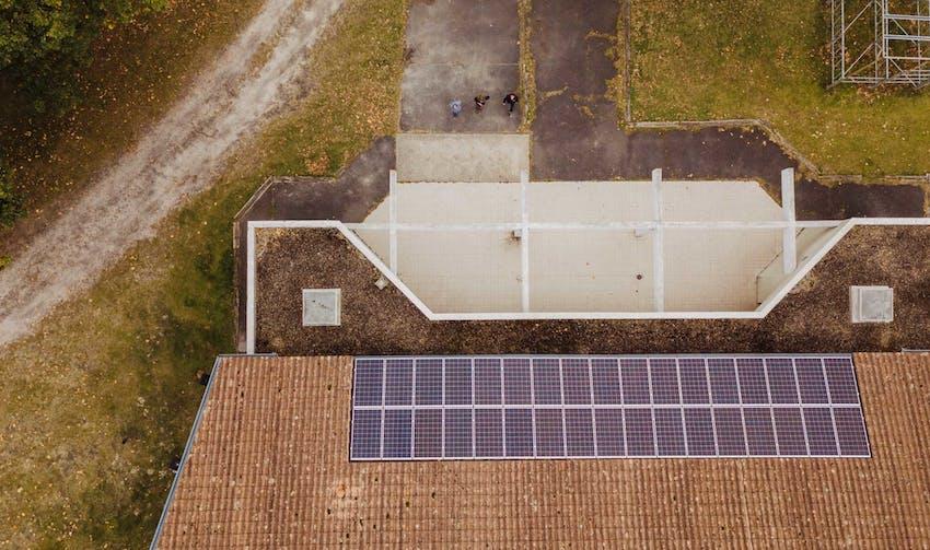 Centrale solaire de la grande salle des fêtes - crédit photo : Lycia Walter - Enercoop Nouvelle-Aquitaine