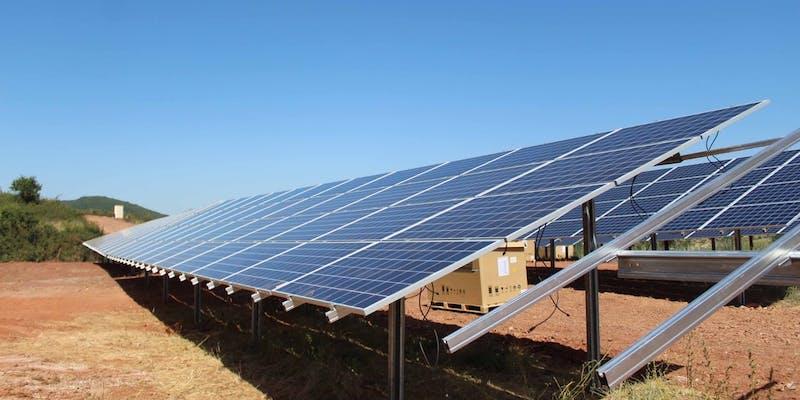 Panneaux solaires du parc de Camarès