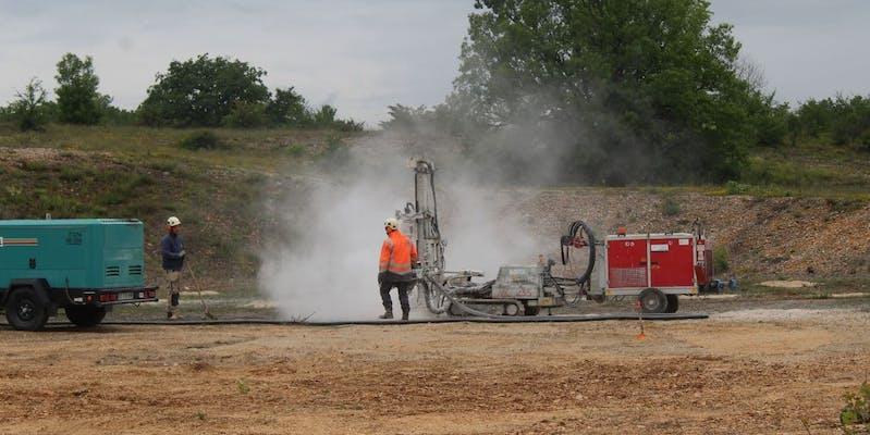 Forage du sol du futur parc solaire de Blars