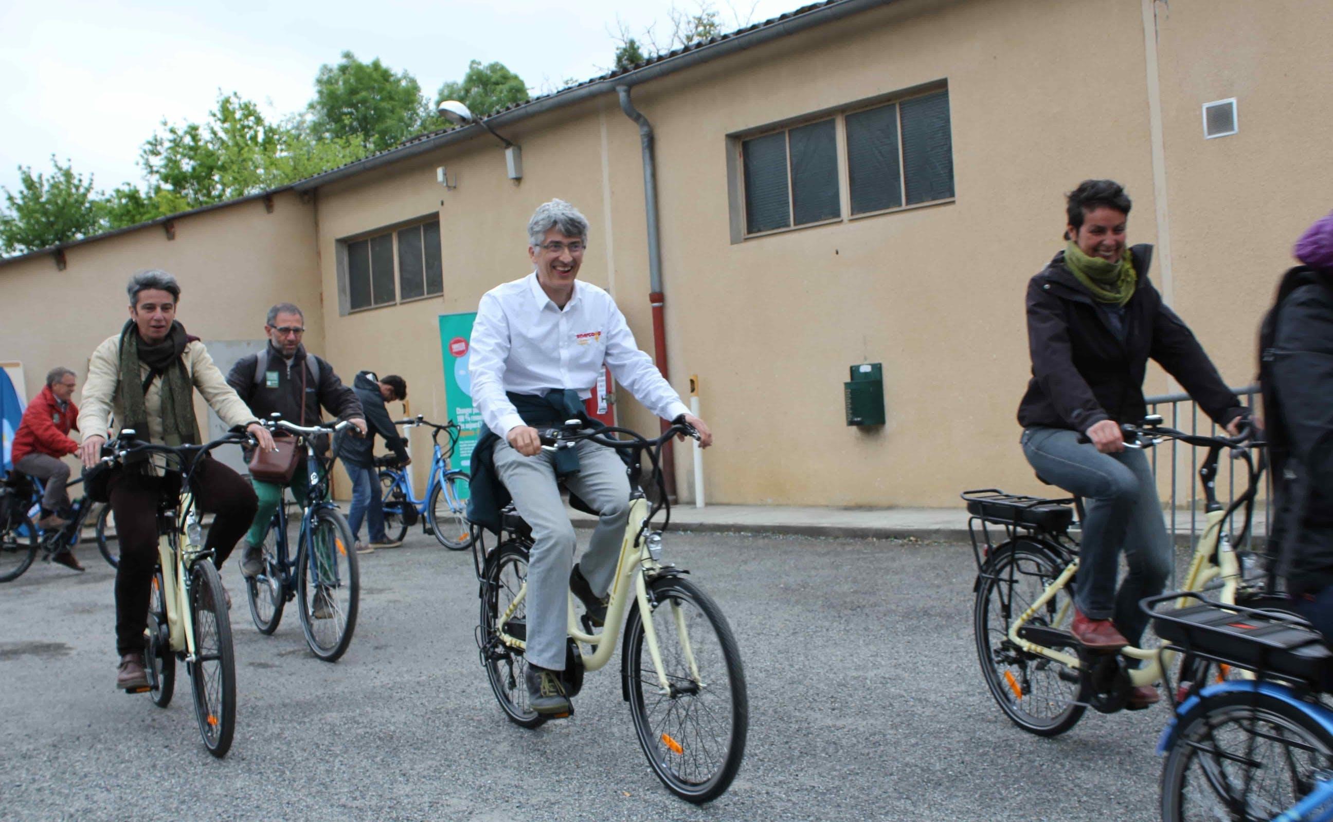 Sociétaires se rendant à vélo au parc de Montéchut