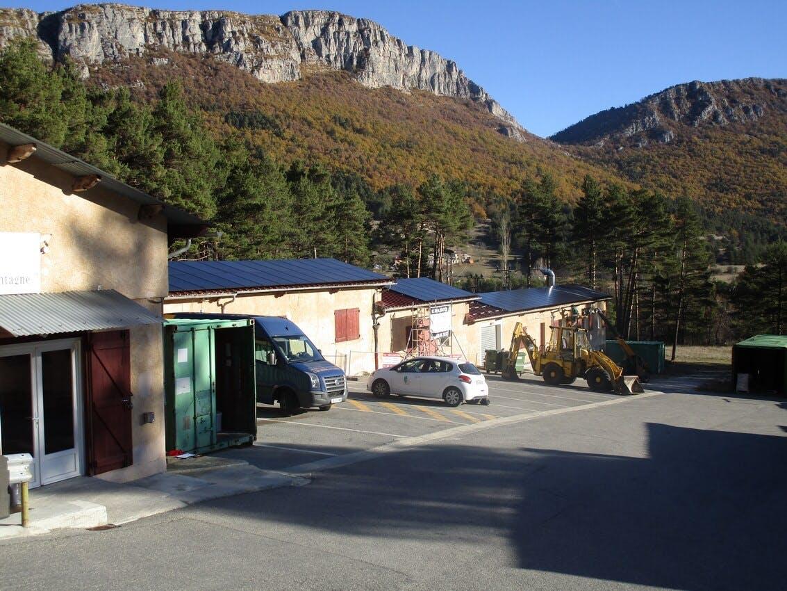 Enercoop Paca - Producteurs - PEP2A - Centrale photovoltaïque Saint-Auban 06 - Paysage