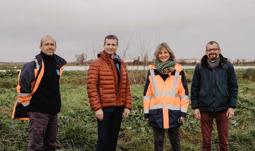 Hervé Blanché, Maire de Rochefort, entouré de l'équipe énergie - crédit photo : Lycia Walter - Enercoop Nouvelle-Aquitaine