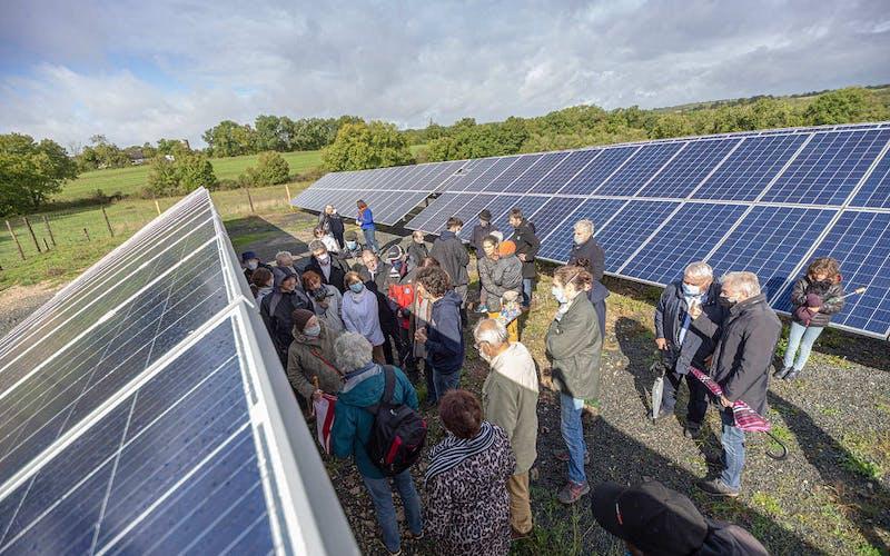 Visite du parc solaire de Vayssière à Montfaucon par Enercoop Midi-Pyrénées