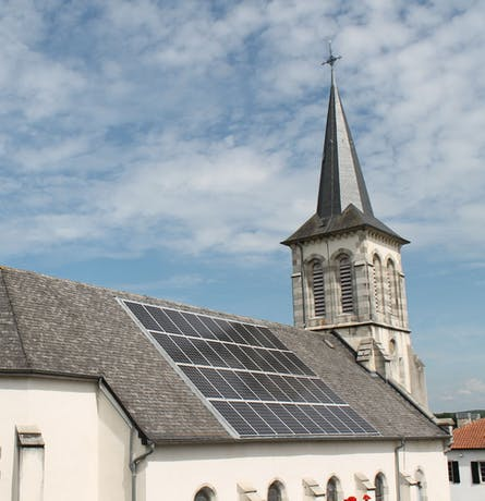 Centrale solaire citoyenne de l'église d'Ostabat du collectif I-ENER - Enercoop Nouvelle-Aquitaine
