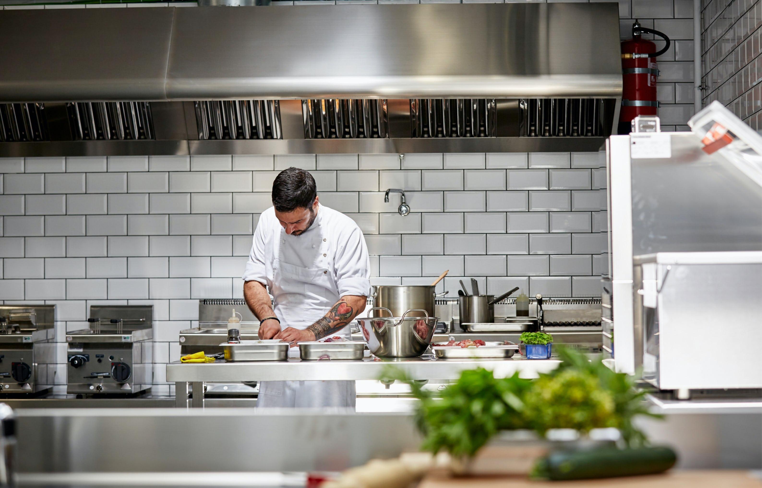 chef-preparing-meal-in-cloudkitchen-chefcollective-australia
