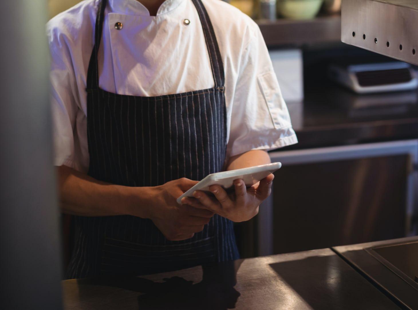 使用iPad的廚師-kitchennow雲端廚房-taiwan