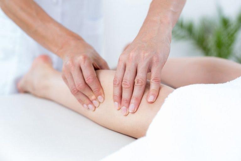 Gambe gonfie e doloranti? Il linfodrenaggio può essere la giusta soluzione.