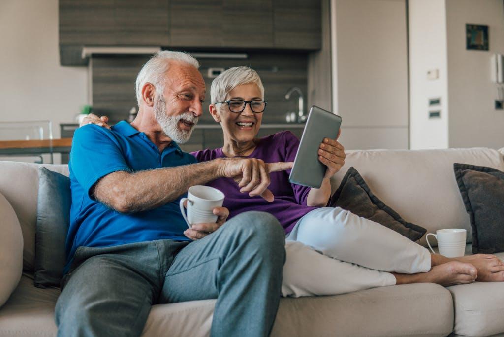 10 tecnologie che migliorano l'assistenza a domicilio per anziani
