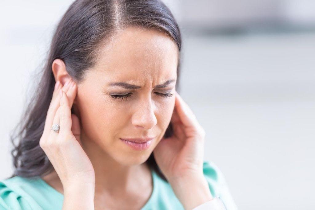 Fischio all'orecchio? Potrebbe trattarsi di un acufene. Ecco i rimedi fisioterapici.