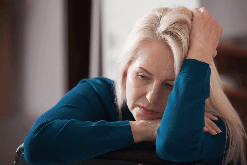 Come elaborare il lutto per la morte di un genitore? Intervista allo psicologo.