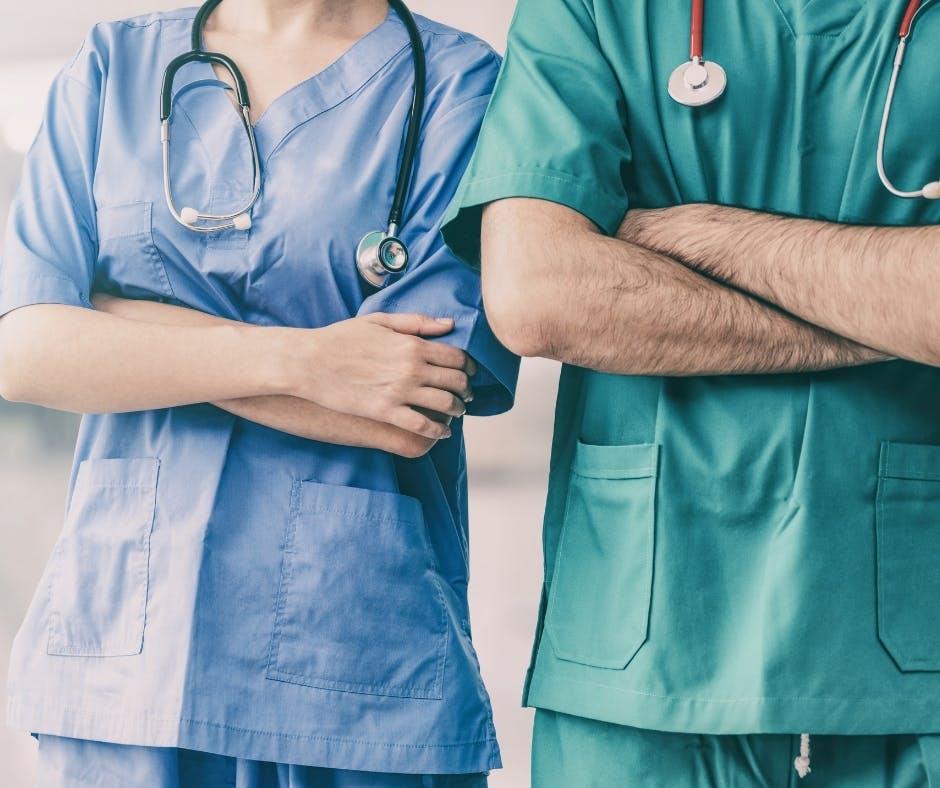 Infermiere a Milano: Cristian racconta chi è e cosa fa l'infermiere.