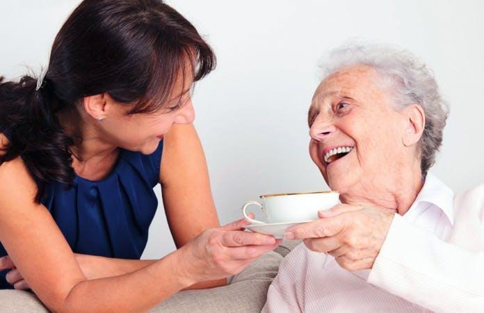 Le mansioni della badante per l'assistenza agli anziani