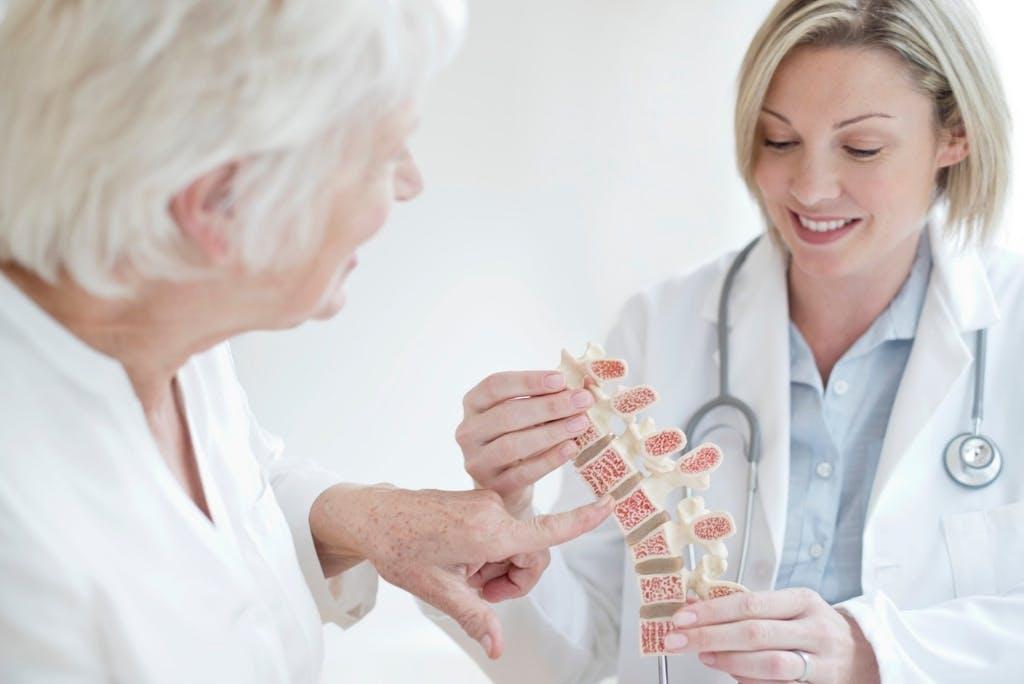 Osteoporosi: sintomi, cause e rimedi