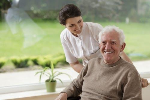 Operatore Socio Sanitario (OSS) e infermiere: quali sono le differenze?