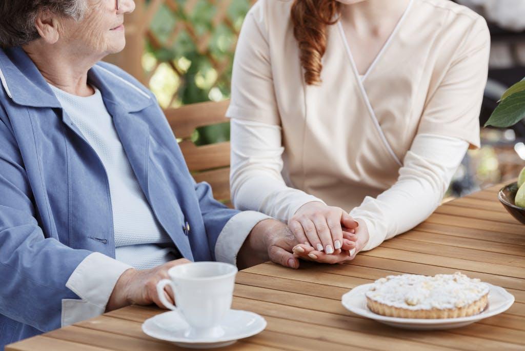 Come avere cura dell'anziano fragile?
