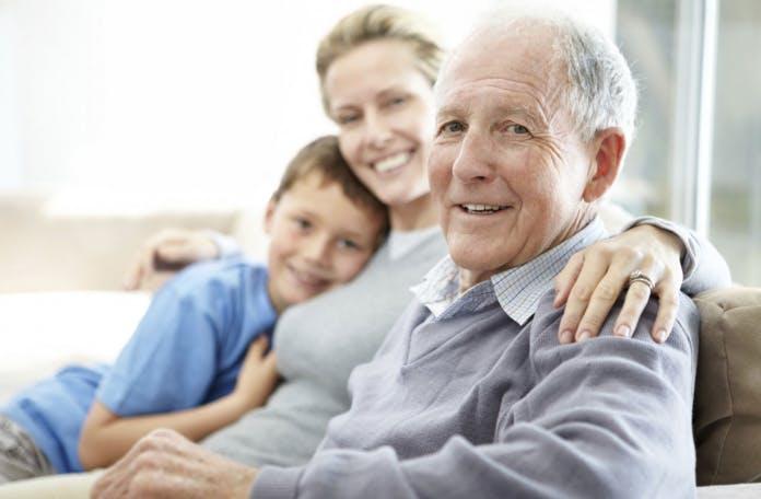 Come gestire i genitori anziani che sono lontani?